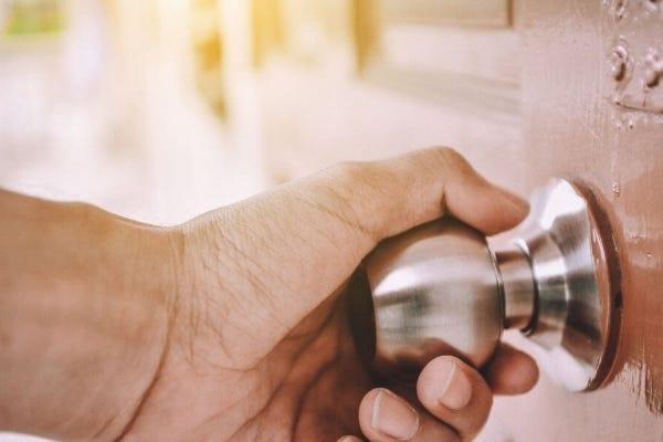 How To Fix A Stuck Door Knob